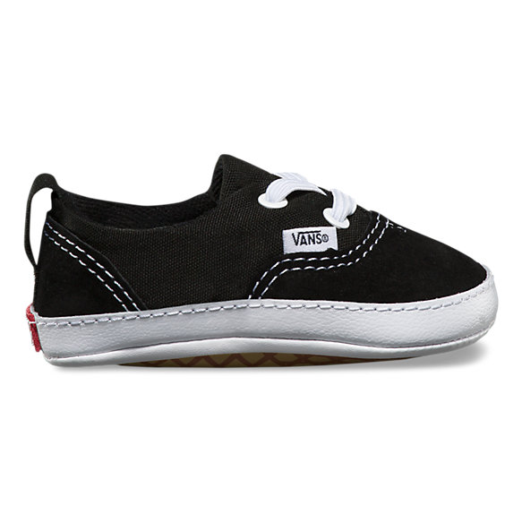 From baby crib shoes to big kid sneakers, Carter's one-stop shoe shop is unmatched when it comes to growing feet! Mary Jane shoes for her and boat shoes for him, our unique crib shoe style offers high-end quality at unbeatable prices.