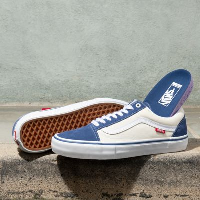 The Old Skool Pro, a Vans classic upgraded for enhanced performance, features sturdy canvas and suede uppers, single-wrap foxing tape, enhanced sockliners for superior cushioning and impact protection, and Vans original waffle outsoles made of a rubber that offers grip and support. The Old Skool Pro also includes DURACAP reinforcement rubber underlays in high wear areas for unrivaled durability, and Pro Vulc Lite construction to deliver the best in boardfeel, flex, and traction.