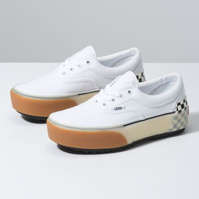 The Era Stacked takes the classic Vans silhouette to an elevated level. Made with canvas uppers and padded collars for support and flexibility, the Era Stacked also includes oversized features and layers like platform bumpers, exaggerated outsoles, and translucent foxing tape.