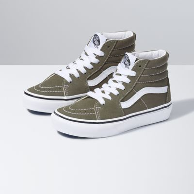 The Kids Sk8-Hi, the legendary lace-up high top, features sturdy canvas and suede uppers, re-enforced toe caps to withstand repeated wear, padded collars for support and flexibility, and signature rubber waffle outsoles.